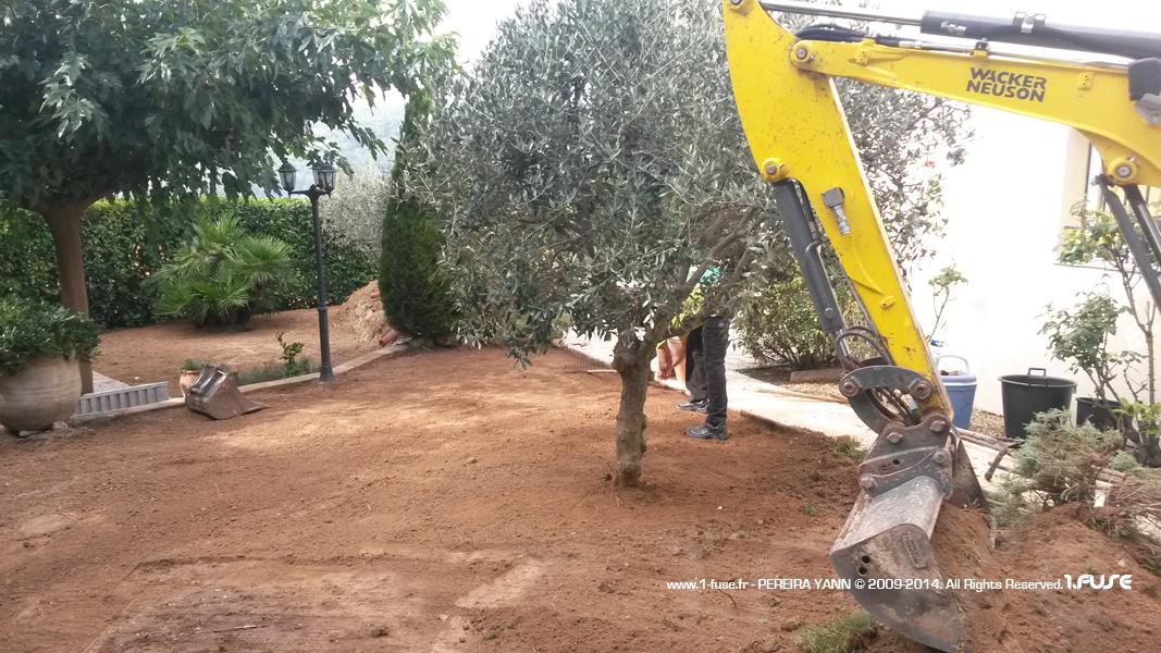 Gazon synth tique paysagiste entretien lagage for Entretien jardin draguignan
